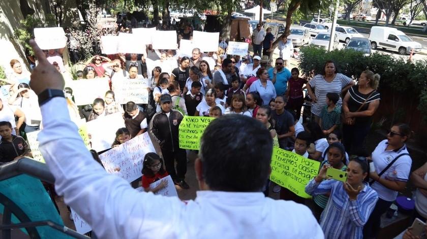 Los padres de familia intensificaron las manifestaciones en el Sistema Educativo Estatal (SEE) por la falta de maestros en sus planteles educativos.(Sergio Ortiz)