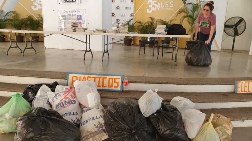 """Estudiantes de Ecología de la UES realizan el evento """"Reciclactues""""(Julián Ortega)"""