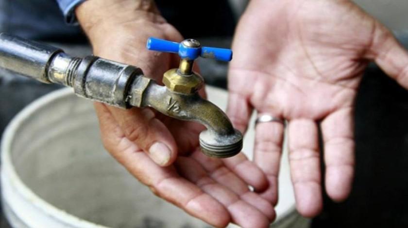 La Comisión Estatal de Servicios Públicos de Tijuana (Cespt) informó que esta tarde se presentó una fuga de agua potable en el acueducto del flujo inverso que va hacia Ensenada.(Tomada de la red)
