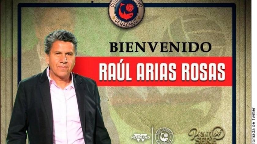 Raúl Arias liquida a lesionado en Tiburones Rojos(Twitter)