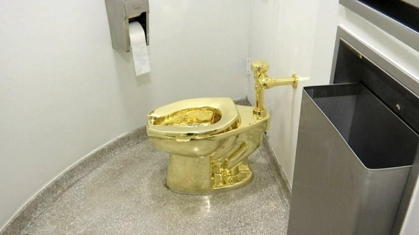 Roban inodoro de oro de palacio británico(AP)