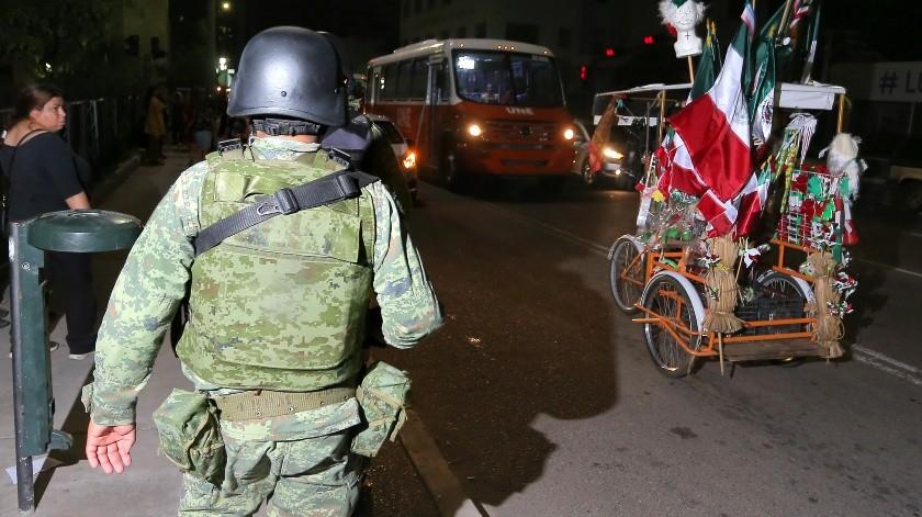 Elementos de la Guardia Nacional recorrían las calles del Centro Histórico para brindar seguridad.(Eleazar Escobar)