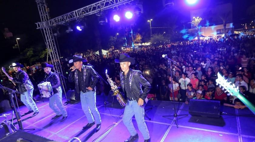 El grupo MK puso a bailar a los asistentes en la plaza Alonso Vidal.(Eleazar Escobar)