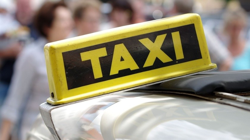 VIDEO: Taxista de la India deleita a sus pasajeros cantando(Pixabay)
