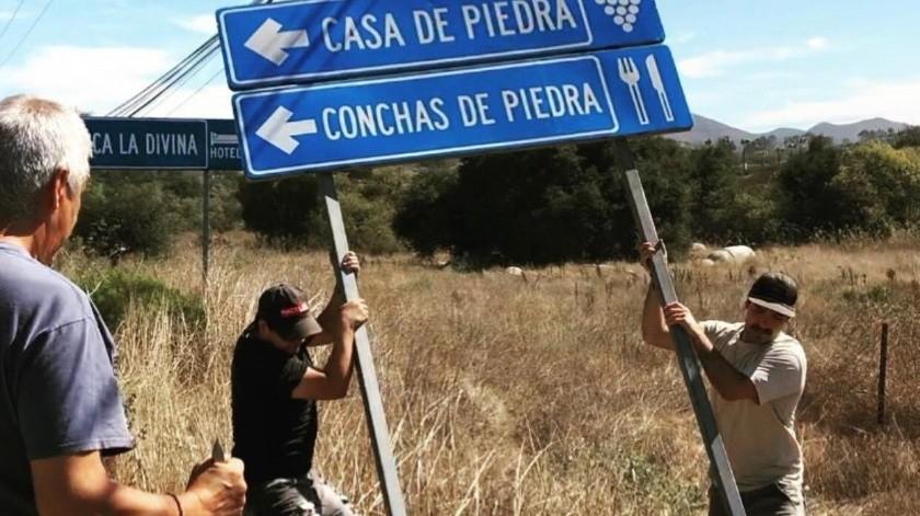Productores de vino del Valle de Guadalupe han manifestado su inconformidad ante lo que consideran como un exceso de señalización en la Ruta del vino, así que a partir de esta semana han estado retirando los letreros.(Cortesía)