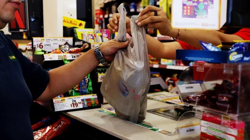 A más de 50 mil pesos llega la multa por regalar bolsas de plástico(José María Cárdenas)