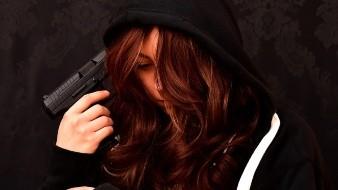 Policías evitan suicidio de mujer
