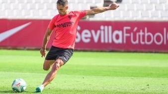 Javier Hernández –acostumbrado a la Champions– se presenta a nivel europeo con el Sevilla.