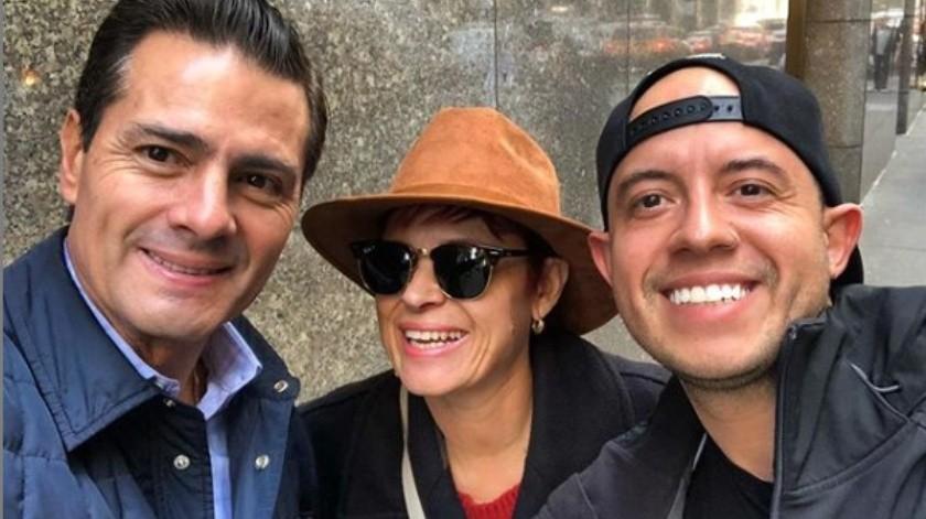 El hermosillense Ramón Ballesteros aprovechó la oportunidad para tomarse una fotografía con Enrique Peña Nieto.(Twitter.)