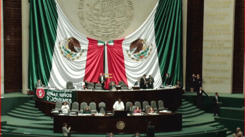 La legislación busca establecer los principios rectores de la educación en México.