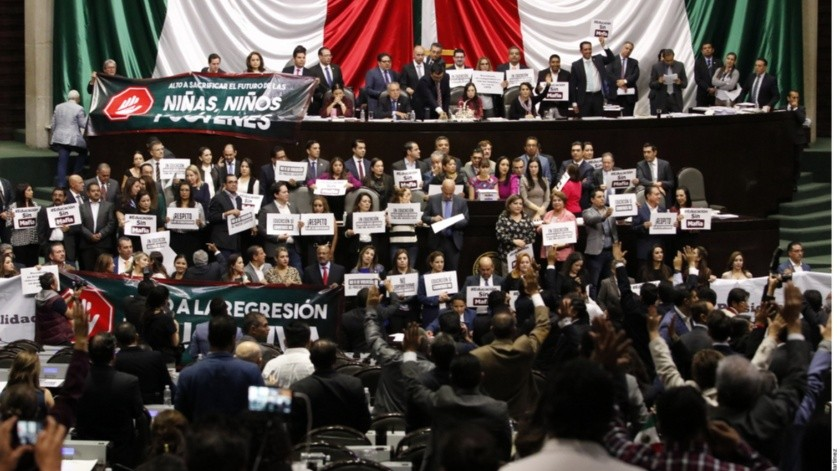 El bloque de Morena impuso su mayoría en la Cámara de Diputados para sacar en fast track las leyes secundarias en materia educativa.(Agencia Reforma)