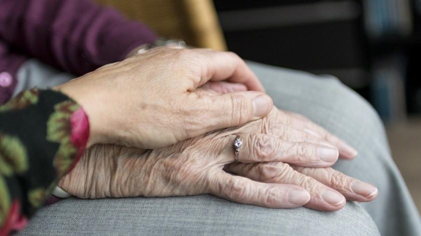 Hombre mayor acusa a su esposa por no darle atención adecuada(Pixabay)