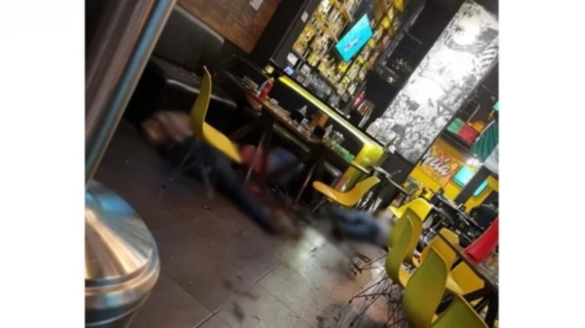 VIDEO: Grupo armado masacra en bar de Uruapan(Captura de pantalla)