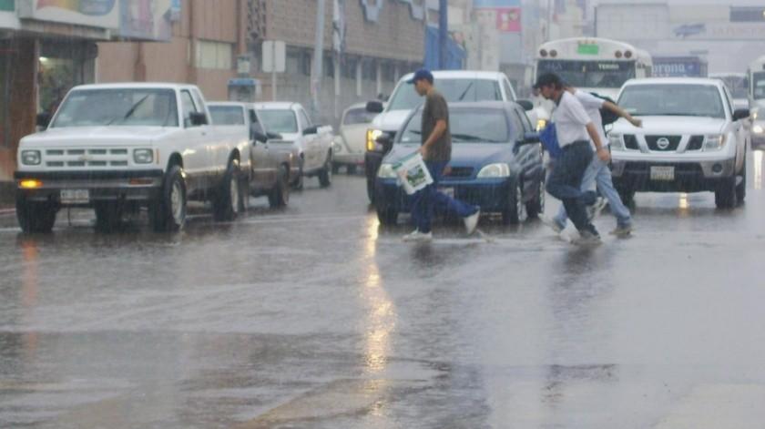 """Lluvias de 75 a 100 milímetros de lluvia se prevé que dejen los fenómenos meteorológicos """"Lorena"""" y """"Mario"""" en Guaymas.(Yesicka Ojeda)"""