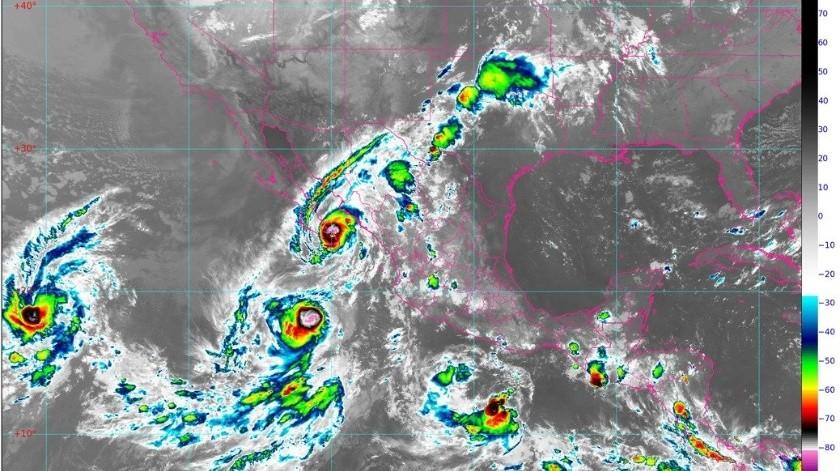 Esta interacción provoca que los ciclones orbiten uno en torno al otro.(Conagua)