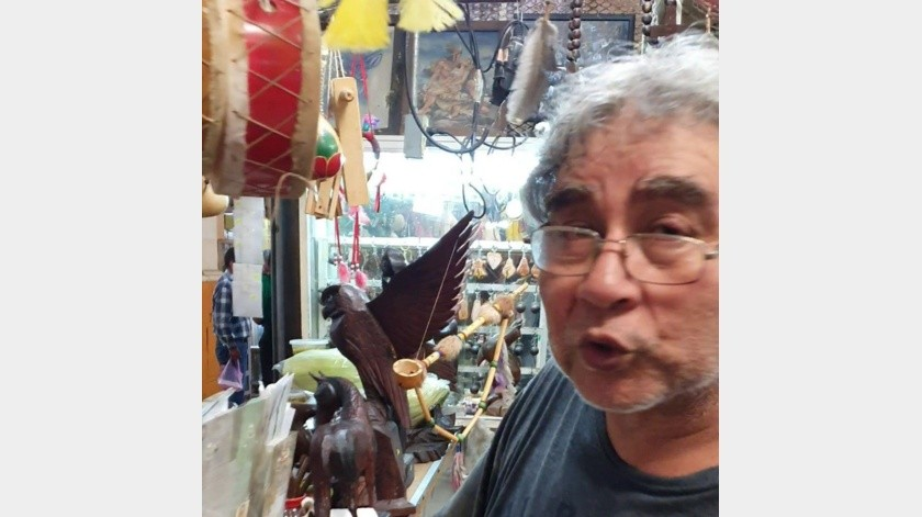 En el Mercado Municipal de Hermosillo, el puesto de Damián Ortega vende artesanía y gastronomía de diversas regiones de Sonora.(Gamaliel González)