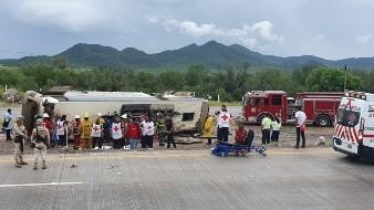 5 muertos y más de 20 heridos tras volcadura de autobús en Guaymas- Hermosillo