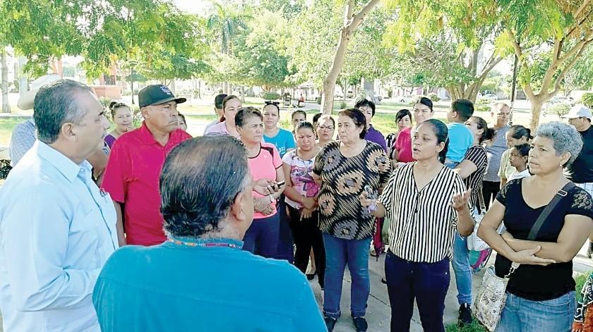Padres de familia protestan en primaria de Cócorit(Mayra Echeverría)
