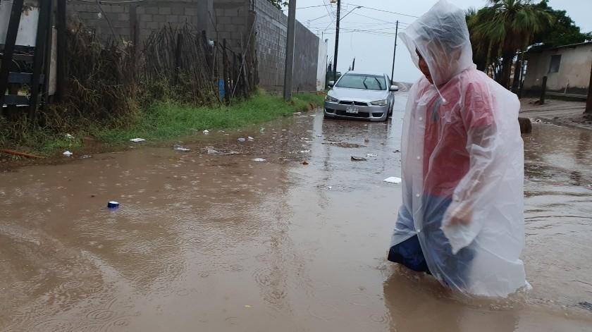 En Cóchorit y Peñasco, en el barrio de La Cruz, en Bahía de Kino, la depresión tropical 'Lorena' dejó inundada la colonia.(Julián Ortega)
