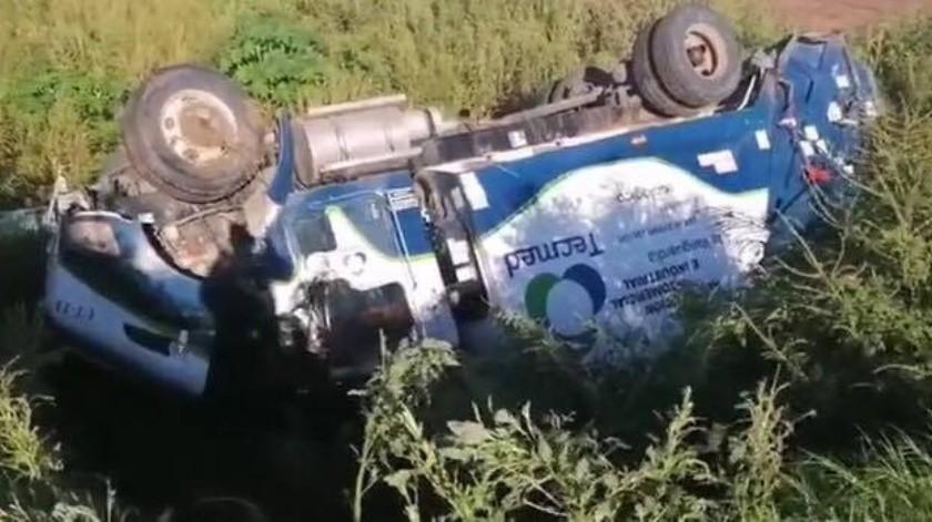 Camión recolector de basura se vuelca en el Valle del Yaqui(Cortesía)