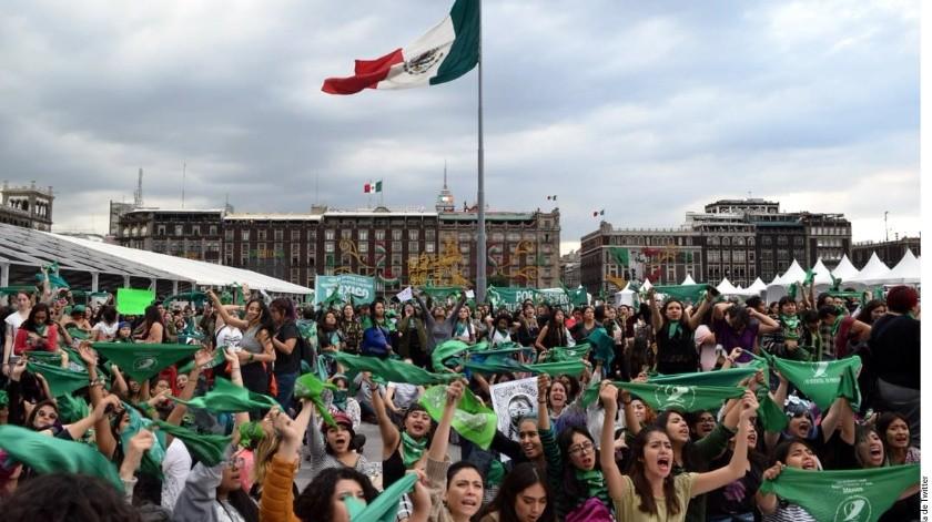 """El pañuelo verde se asocia hoy a la consigna: """"Por un aborto legal, seguro y gratuito"""".(Reforma)"""