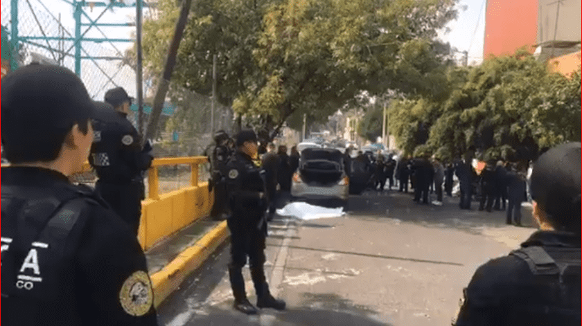 Una balacera dejó tres personas muertas en la colonia 20 de Noviembre, Venustiano Carranza, cuando se encontraban a bordo de un automóvil color gris.