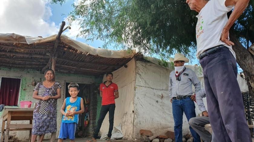 """Familias de la comunidad 17 de Octubre, """"El Sapo"""", temen que sus casas se derrumben tras sufrir afectaciones con las lluvias.(Jesús Palomares)"""
