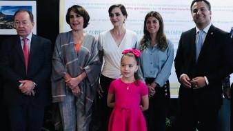 Lilly Téllez inaugura exposición de fotografía infantil