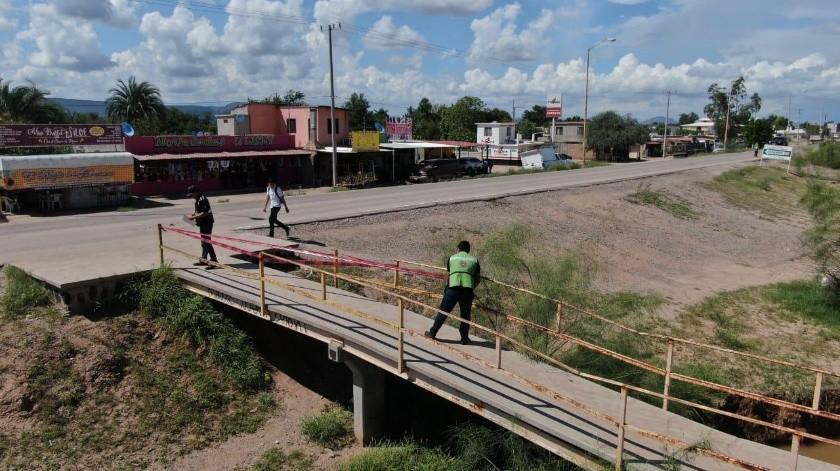 Clausuran puente peatonal en ejido La Atravezada(Especial)