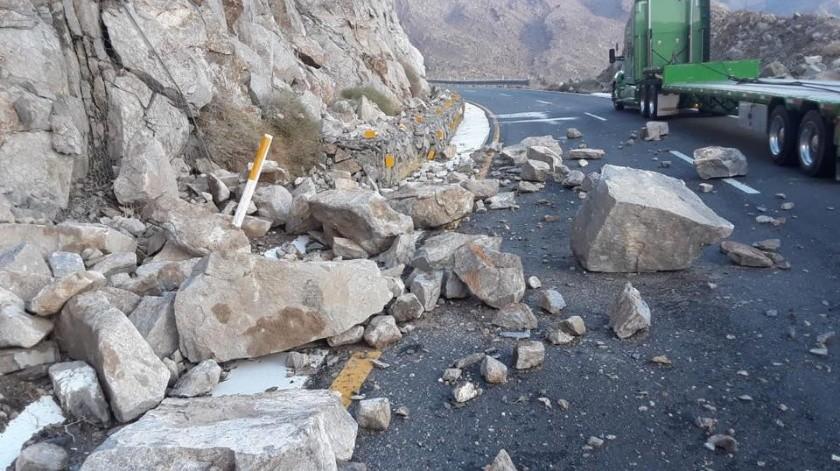 Viaja con ciudado, reportan piedras sobre carretera de La Rumorosa(Facebook C4)