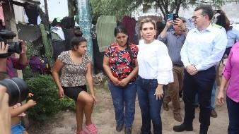 Atiende Claudia Pavlovich a familias afectadas por lluvias en ejido el Buey