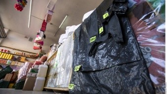 Reducen uso de bolsas plásticas en comercios de Monterrey