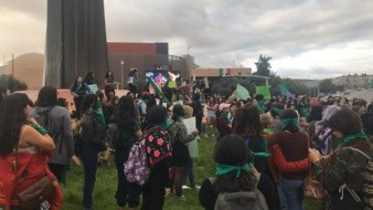 Las participantes portaron un pañuelos color verde.