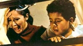 El guión de Guadalupe Ortega y Xavier Robles, Bengalas en el cielo, se escribió basado en testimonios de familias y sobrevivientes de los hechos ocurridos el 2 de octubre de 1968.