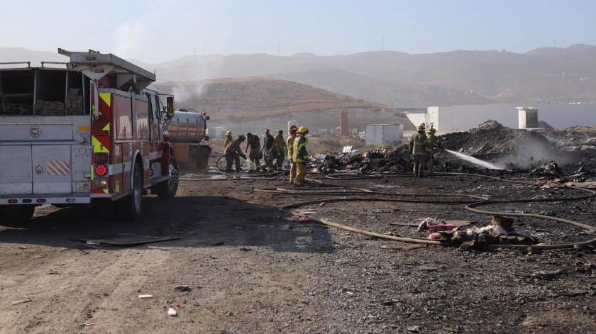 Bomberos de seis estaciones sofocaron las llamas.