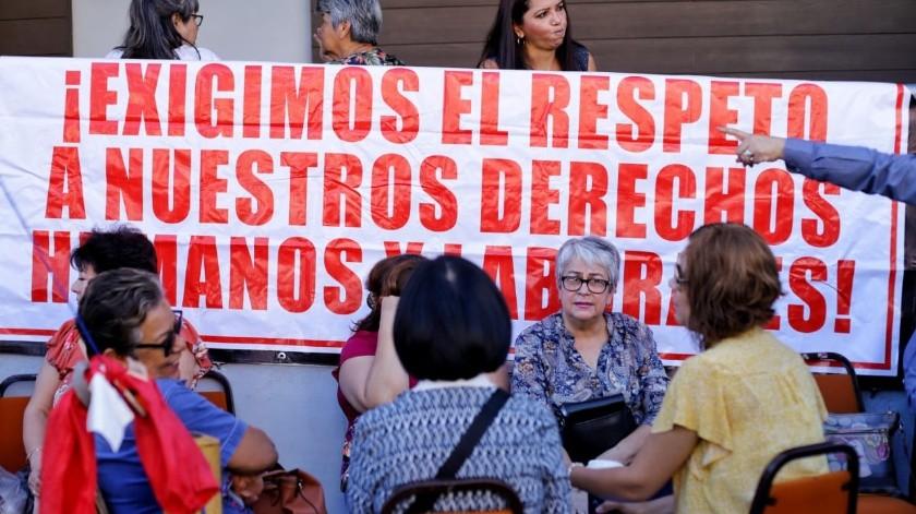 Cierran Issstecali por falta de pago a burócratas jubilados(José María Cárdenas)