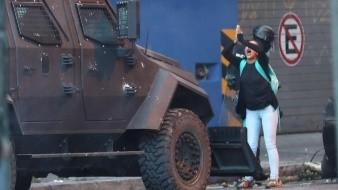 Indígenas incendian vehículo militar entre protestas en Ecuador