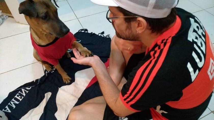 Danilo busca reunir fondos para ayudar a su mascota, 'Doze', a recibir la quimioterapia para mejorar su condición.(Instagram)