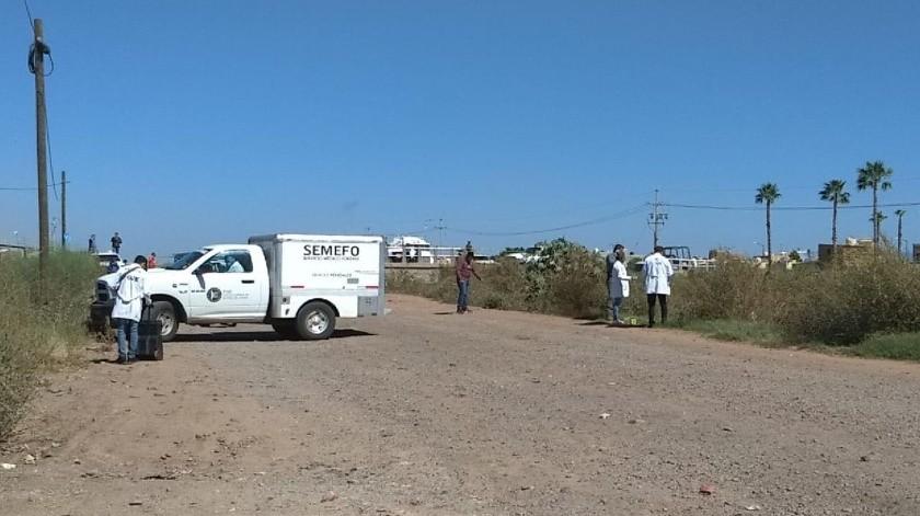 El cuerpo envuelto en una cobija fue localizado en el Valle del Yaqui.