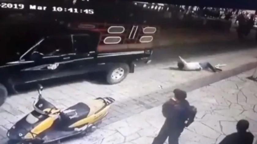 11 detenidos por arrastrar alcalde en Chiapas(Captura de video)
