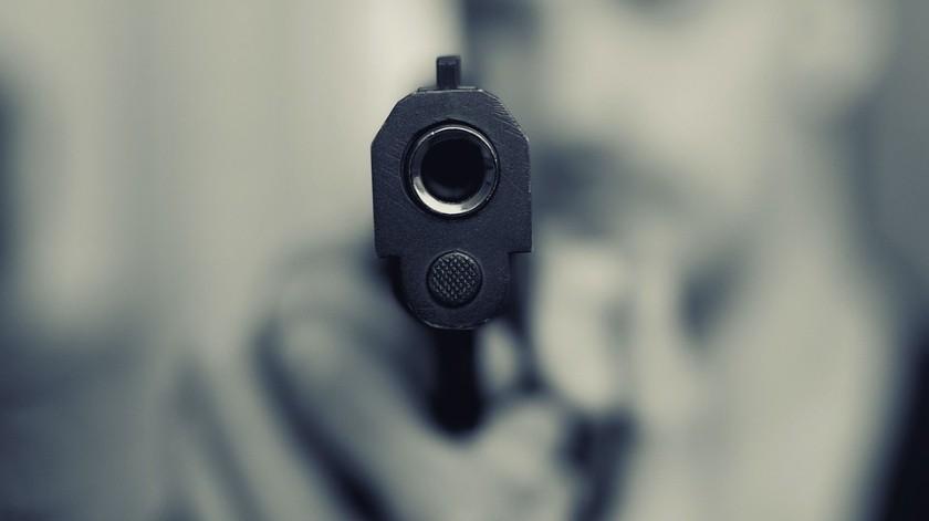 Un hombre desenfundó un arma y disparó a Daniel en el abdomen.(Ilustrativa.)