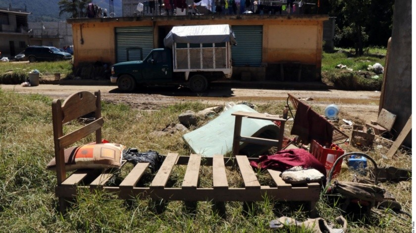 El funcionario estatal indicó que para las próximas horas se espera que continúe la llegada de despensas, colchonetas, agua embotellada, productos de limpieza y de aseo personal.(Agencia Reforma)
