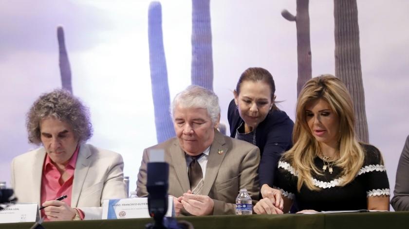 (De izquierda a derecha) Jorge Pesqueira Leal, coordinador del Posgrado en Derecho de la Unison; Francisco Gutiérrez Rodríguez, presidente del STJS; Claudia Pavlovich Arellano, gobernadora de Sonora.(Julián Ortega)