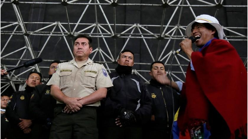 Briones condicionó cualquier diálogo a que liberen a los policías retenidos y dejen salir a los periodistas que están dentro de la Casa de Cultura.(AP)