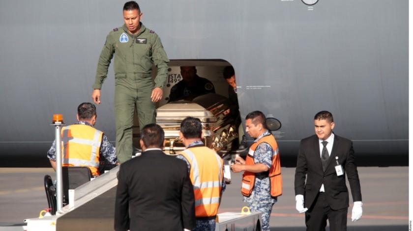 El miércoles viajaron los familiares de José José, una decena de allegados a la familia, un par de funcionarios de la Cancillería, el diputado Sergio Mayer y una treintena de reporteros.(Agencia Reforma)
