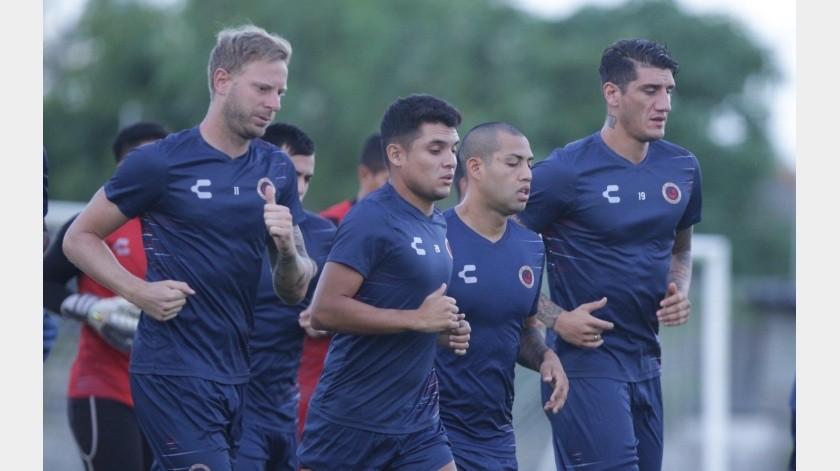 Tanto los jugadores como el entrenador y cuerpo técnico se han visto afectados con la falta de sus sueldos.(Twitter)