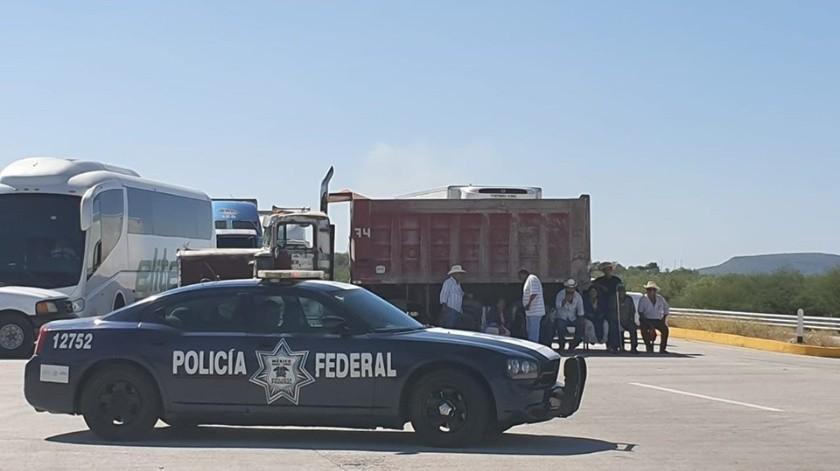 Integrantes de la etnia Yaqui bloquearon la carretera Federal México 15.