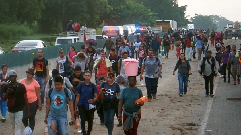Una nueva caravana con cerca de dos mil migrantes entre cubanos, haitianos, africanos y centroamericanos emprende su camino con destino al norte este sábado, desde el parque central Miguel Hidalgo, en la ciudad de Tapachula, en el estado de Chiapas (México).(EFE)
