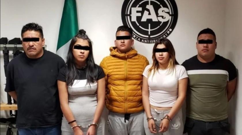 Ofrecían taxi, pero también droga; caen secuestradores fuera de bar(Especial)