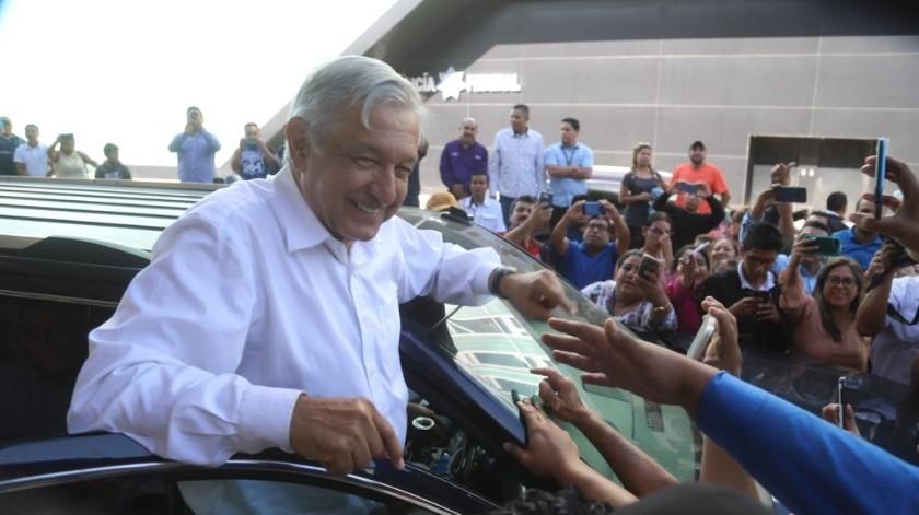 La tarde de este sábado, el presidente de México Andrés Manuel López Obrador llego al Aeropuerto Internacional de Tijuana.(Jesús Bustamante)